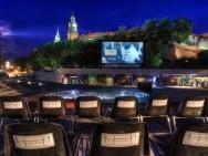 Open-Air Cinema Pod Wawelem